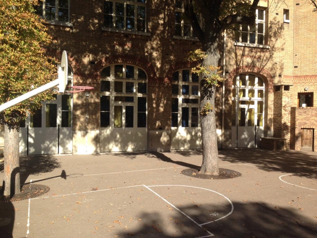 Cour école